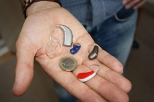 Various hearing aids in a hand